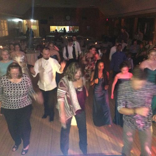 Dance floor always packed at my gigs!🎉🎤😃