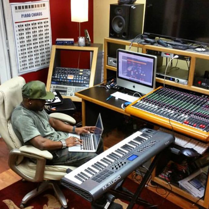 PowerOut Studios / Starglobe Entertainment