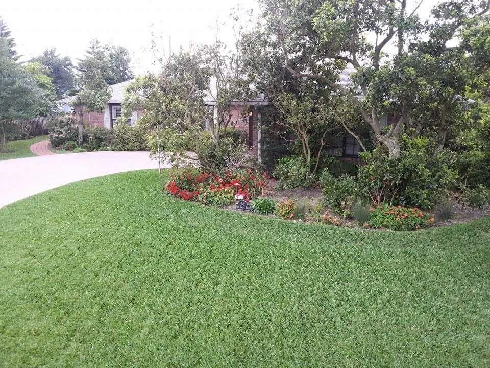 Raymond Morris lawn care service