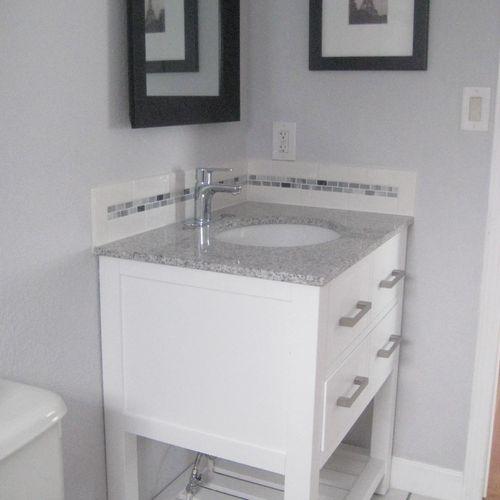Bathroom w/ Tile 2