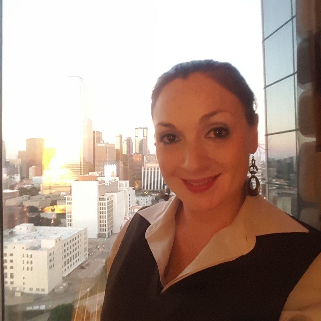 Lauren Alexis Oliveira