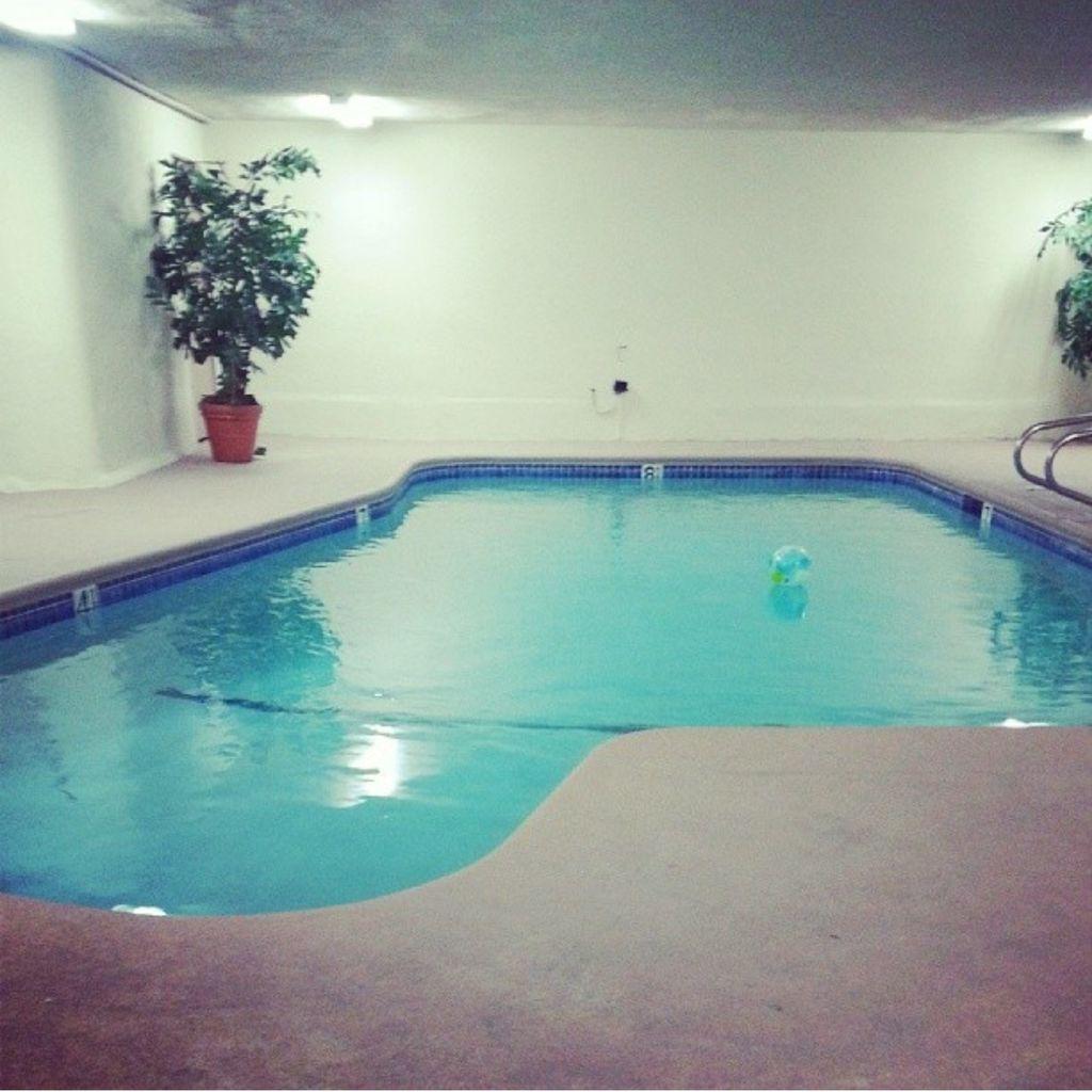 Valencia Pools