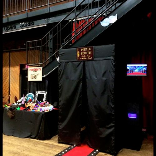 Pittsburgh Prestige Photo Booth - A professional event photo booth company - we do all events!