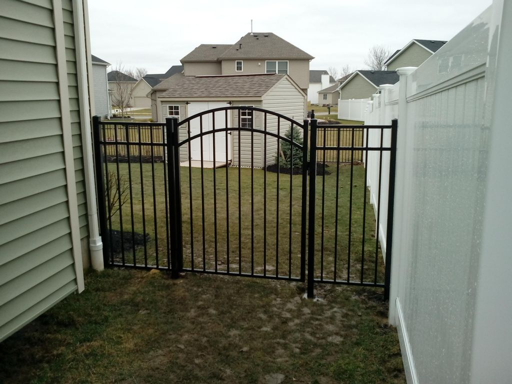 DONE RIGHT FENCE.