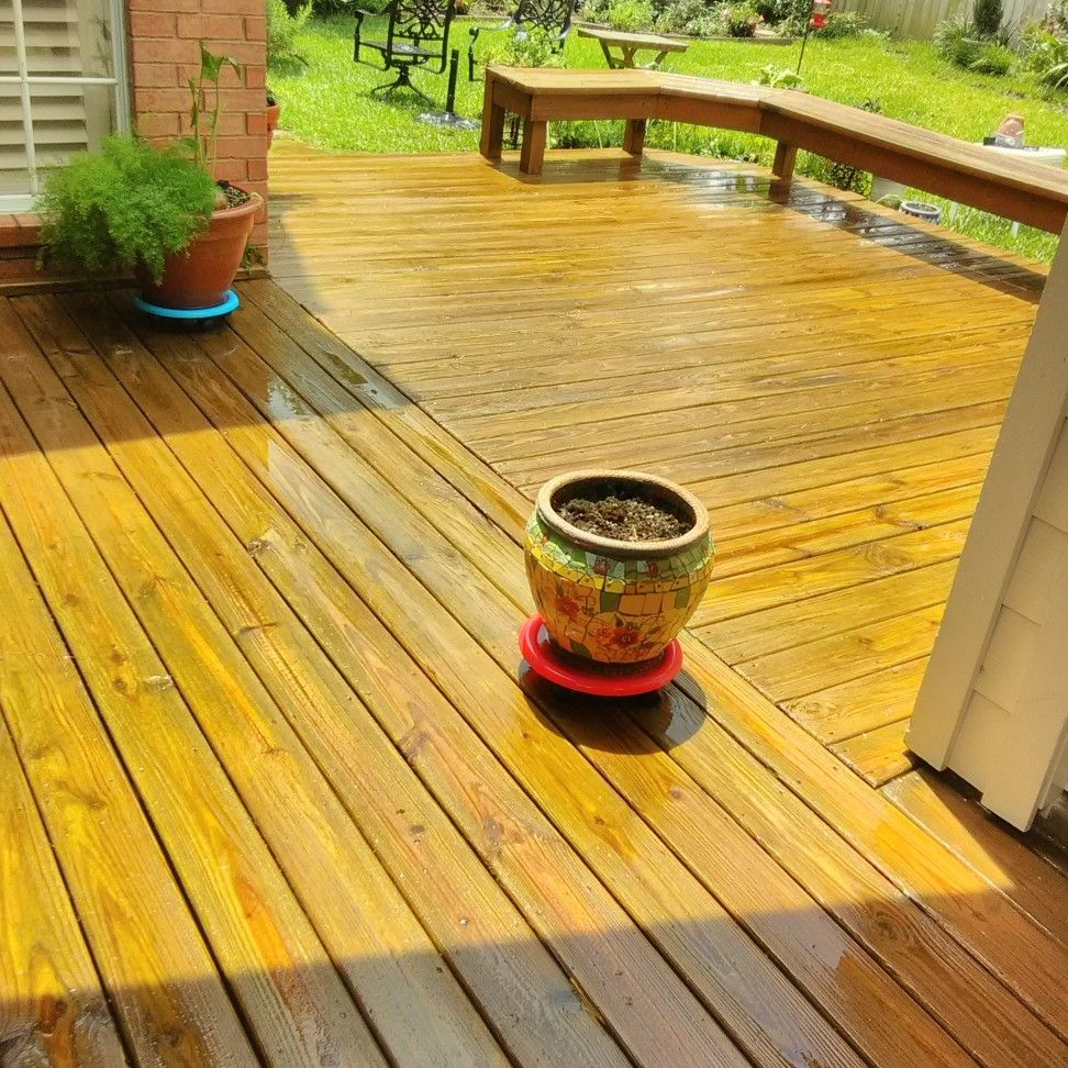 DECKED OUT PRESSURE WASHING
