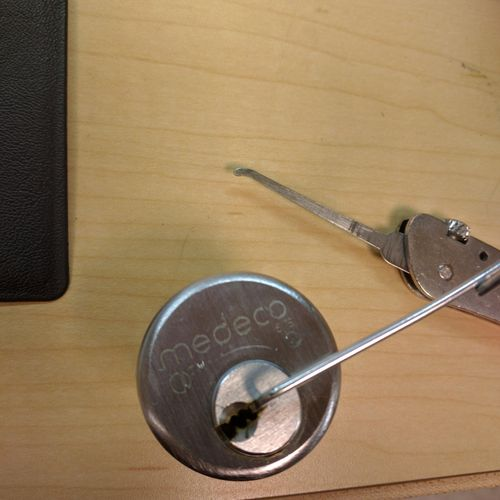 Medeco Biaxial cylinder.....Picked in under 5 minutes