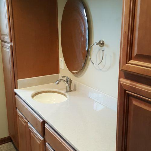 Bathroom w/ Onyx Collection