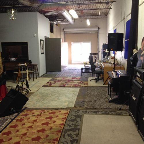 huge live room