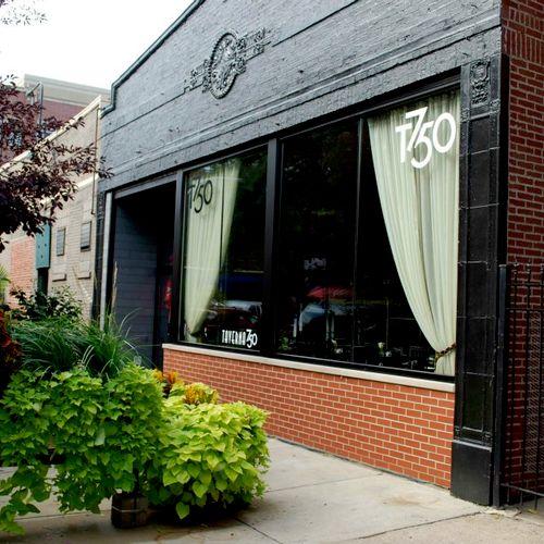 Taverna750 Restaurant in Wrigleyville