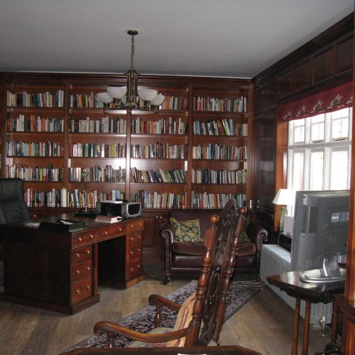 A library photo sent to me by a friend visiting fancy home at Henley on Thames, England. Writers like books!