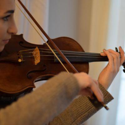 Avatar for Elizabeth Moore, Violin & Viola Lessons