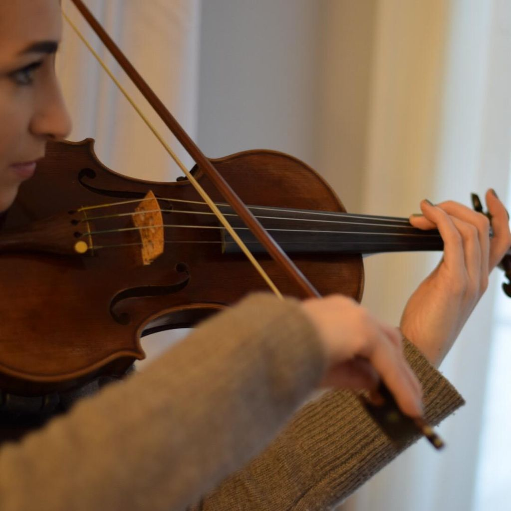 Elizabeth Moore, Violin & Viola Lessons