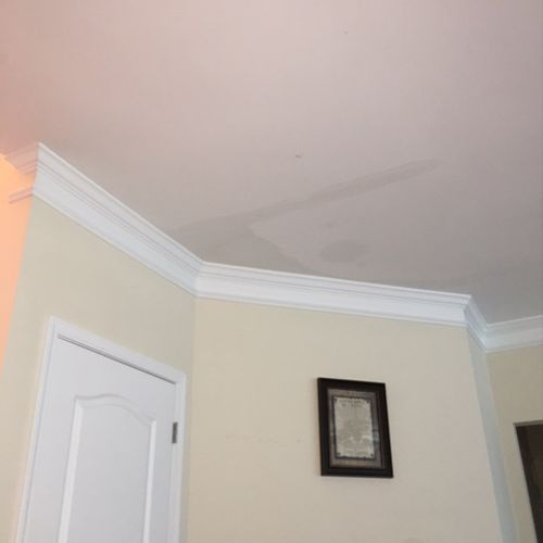 See the ceiling in the normal picture.