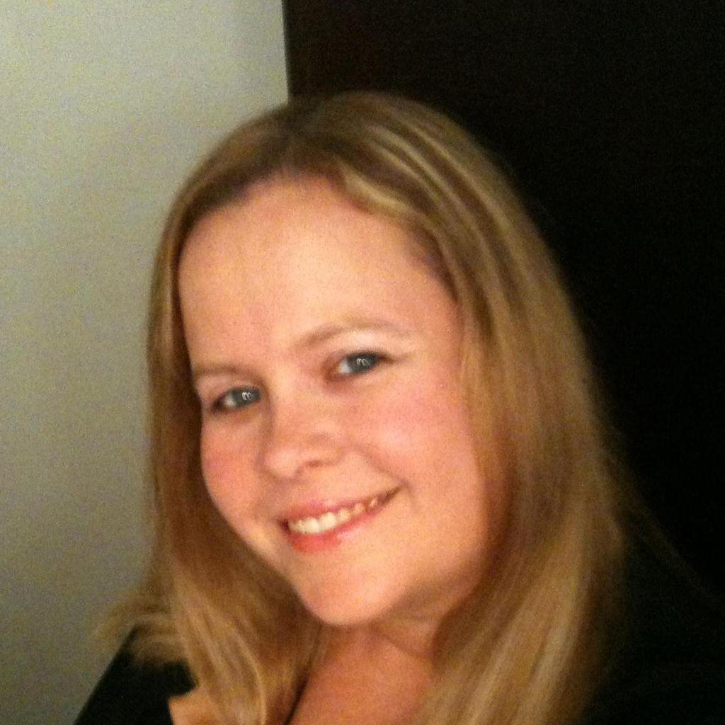 Amanda M Hinojosa Mobile Notary/Certified Signi...