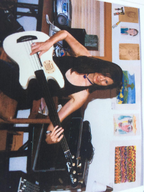 Lisa Carlon Music-guitar/bass/piano/voice
