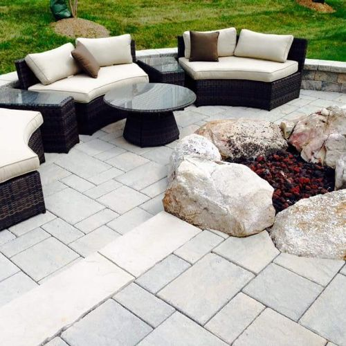 BEAUTIFUL TECHO BLOCK BLUE 60 PATIO AND NATURALS STONE FIREPIT!!!!