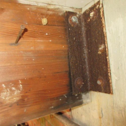 Rusted addition brackets and bolts