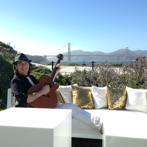 Outdoor wedding with acoustic guitar and wireless system. Wedding at the Presidio Observatory - San Francisco