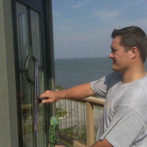 Our 25+ years of  experience enables us to remove sea debris and anything that might be on your window.