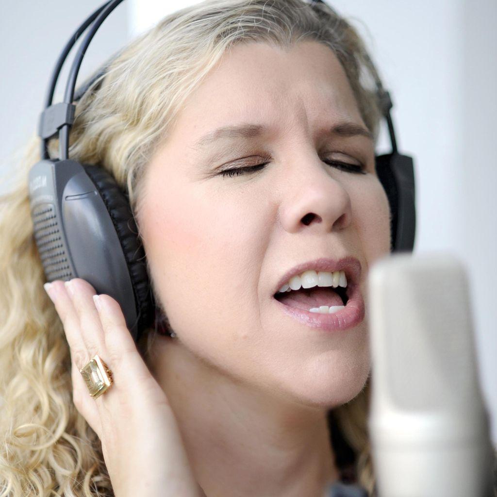 Claudia Carawan Vocal Studio