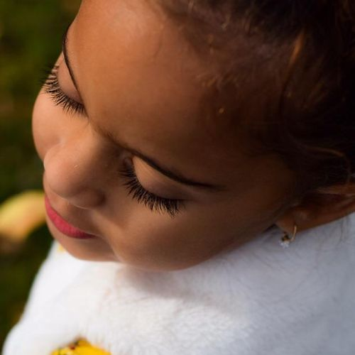 Stunning 2 yr old & gorgeous lashes