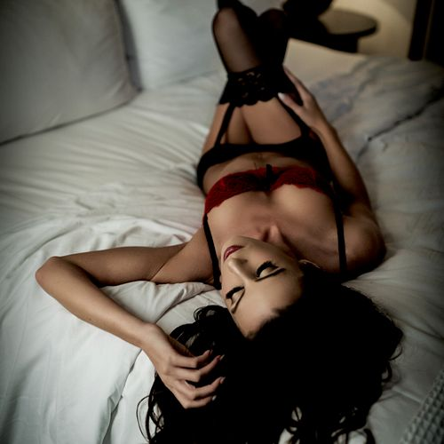 On Location Boudoir: Bed & Breakfast Laguna Beach CA. We Travel For your Session!