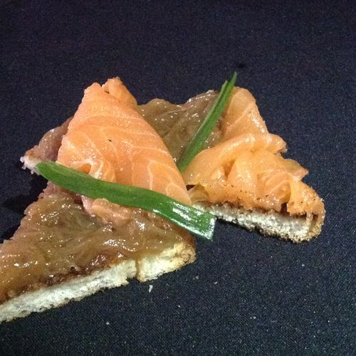 Toast with smoke salmon and onions confit