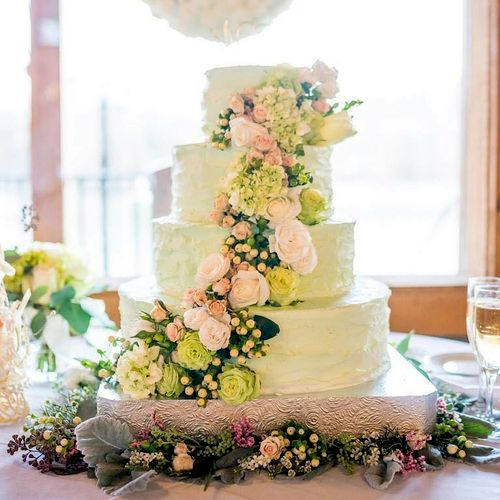 How about cake? Everybody likes cake! This mint green wedding cake is stunning with roses, hypericum berries and hydrangeas.