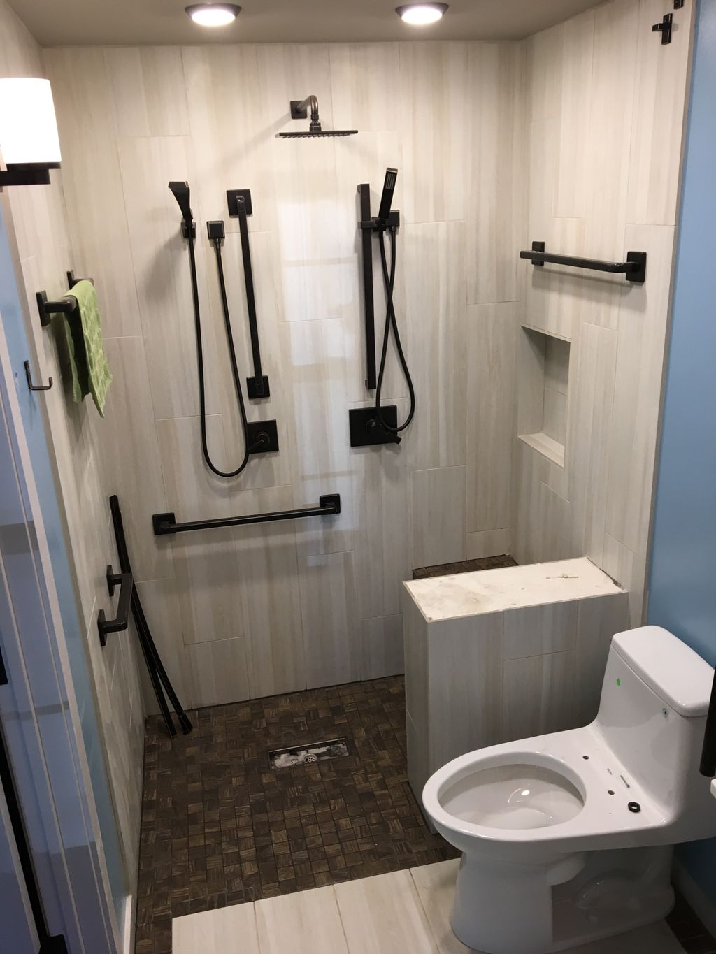 Handicap accesible bathroom