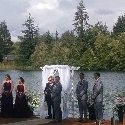Wedding on the lake.