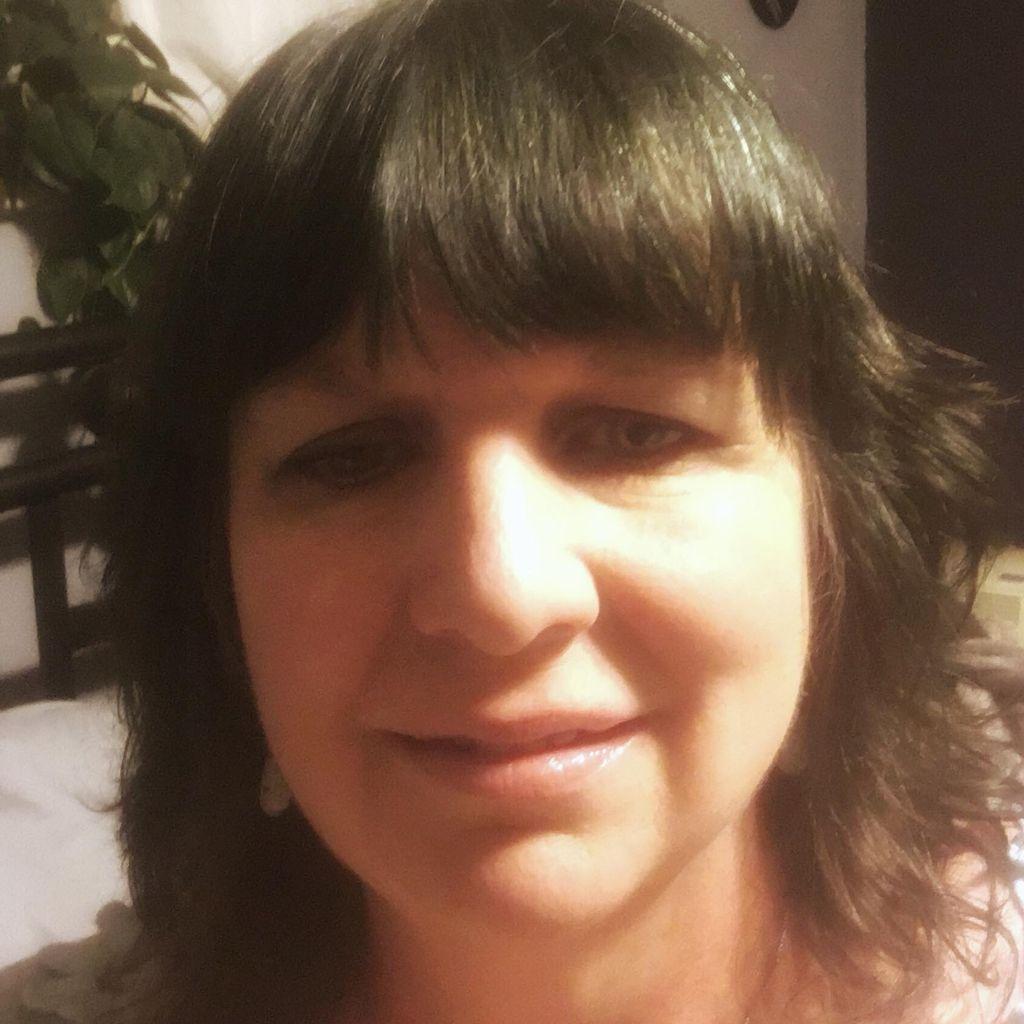 Robin Wells: Tarot, Reiki, Coaching