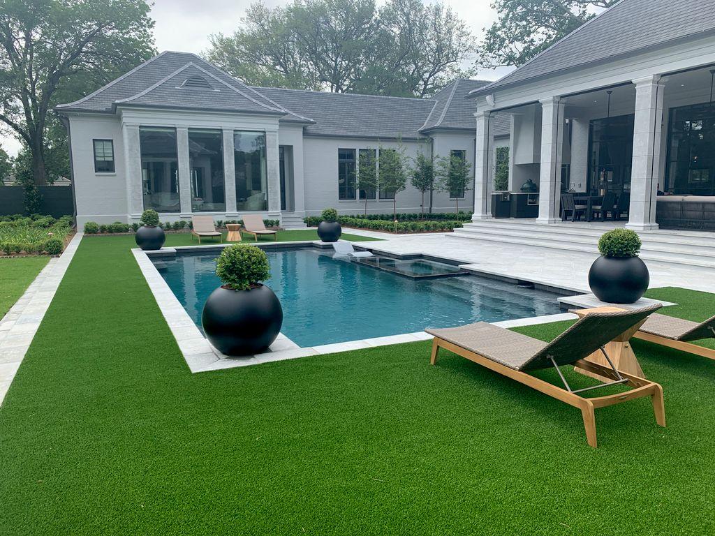River Ridge pool, spa and front yard fountain