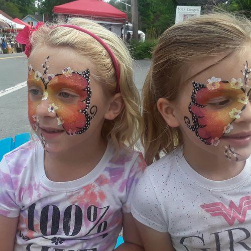 Twin butterfly beauties...🌸👧🏼🦋💕🦋👧🏼🌸