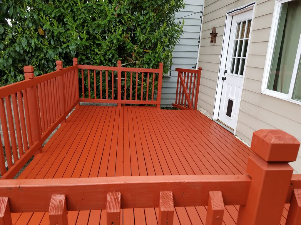 DECK PRESSURE WASHING STAINING AND SEALING