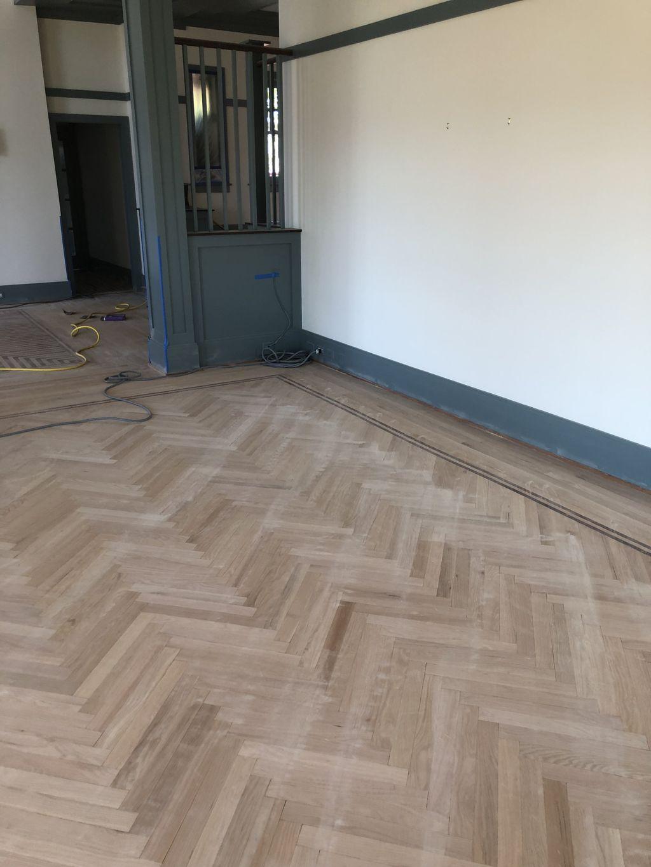 Floors refinishing