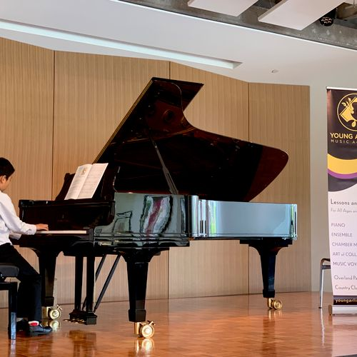The best performance venue and pianos