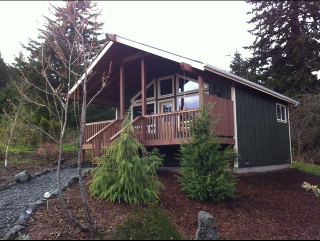 Specialized bed and breakfast cabin