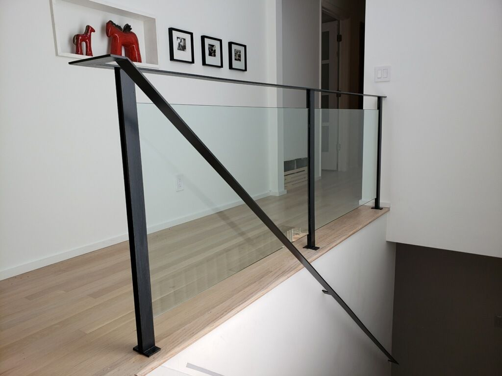 Modern half inch  tempered glass handrail, withmetal frame