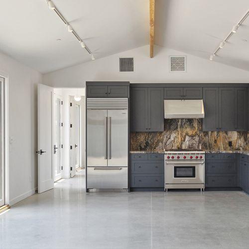Guest Suite with Kitchen & Bi-fold Patio Doors, Thousand Oaks, CA