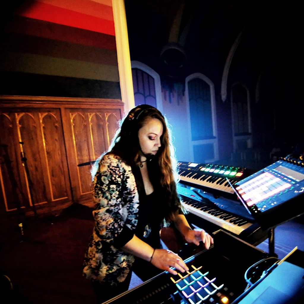 Melody Music Services - Piano, Vocals, DJ