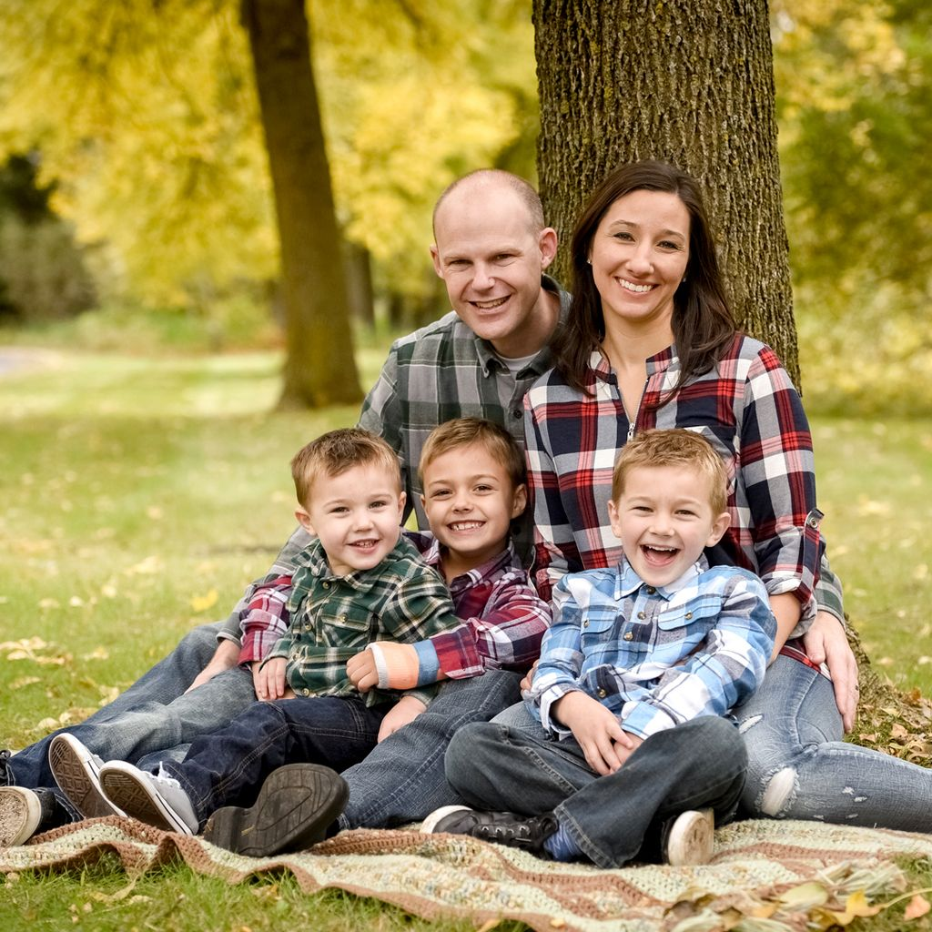 FALL FAMILY SHOOT IN FLANNELS