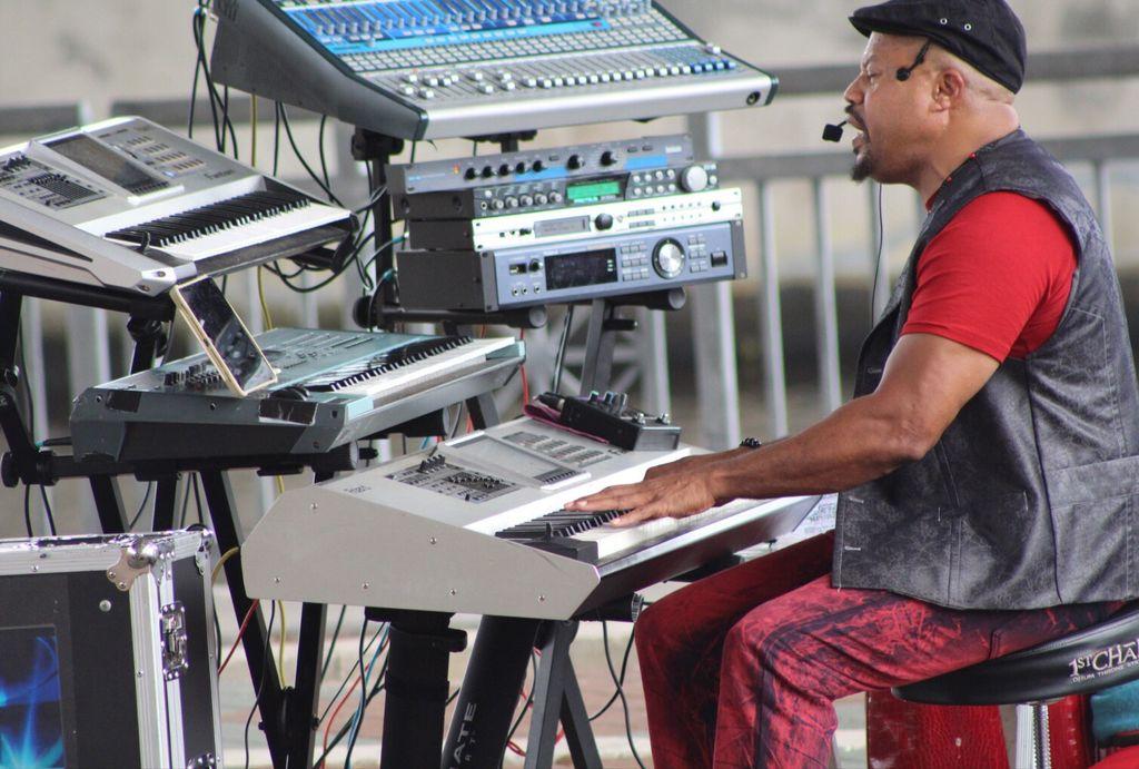 Vibe RW professional LIVE MUSIC ENTERTAINER