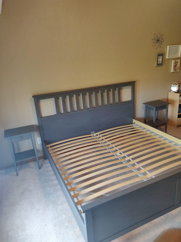 Slat bed-dresser-nightstand combo