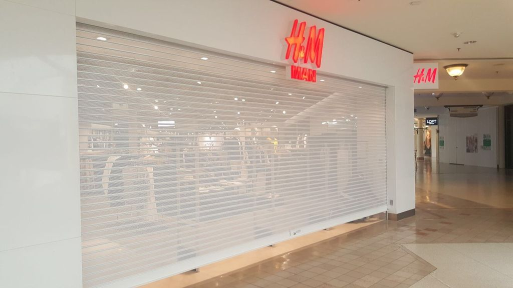 Emergency gate repair on mall