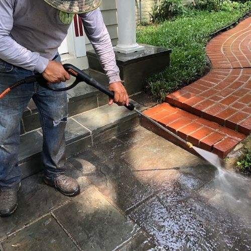 Makimanta Landscaping services power washing your house.