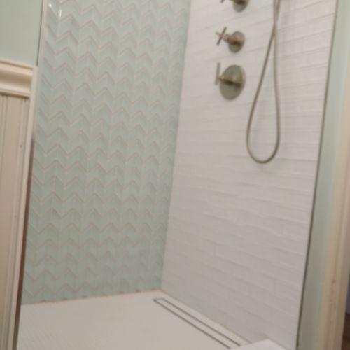Beautiful custom shower with linear drain 👍💪