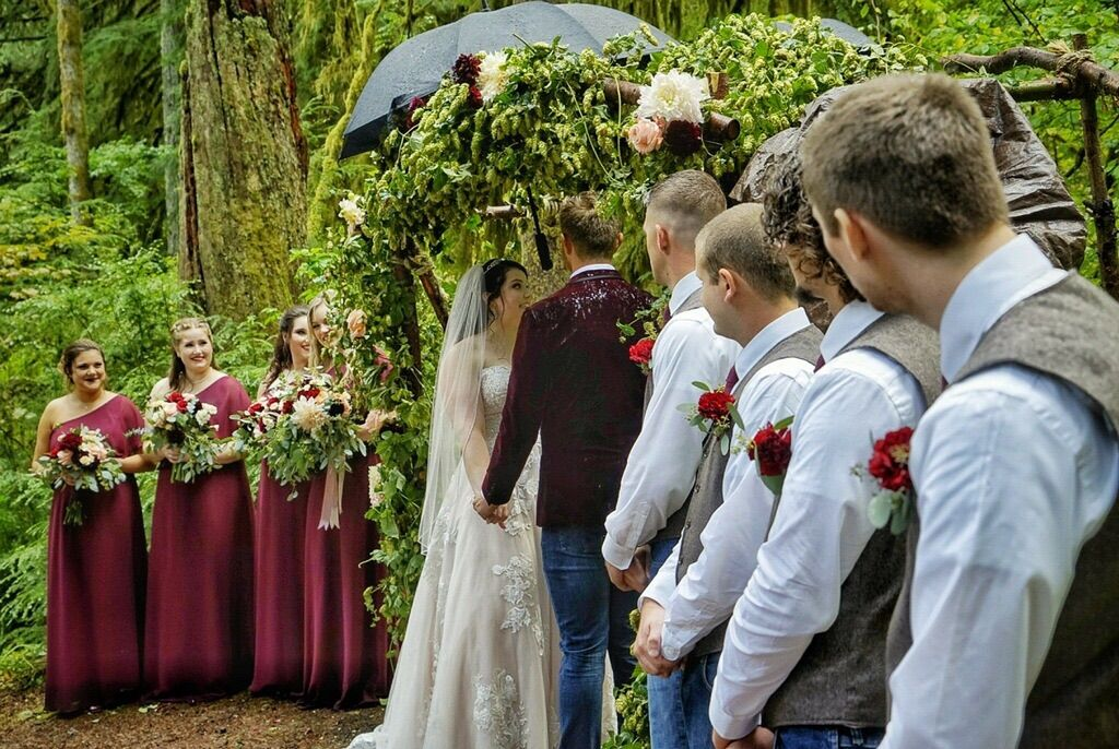 Wedding in rain at Silver Falls
