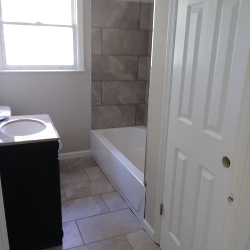 hall bath renovation after pic