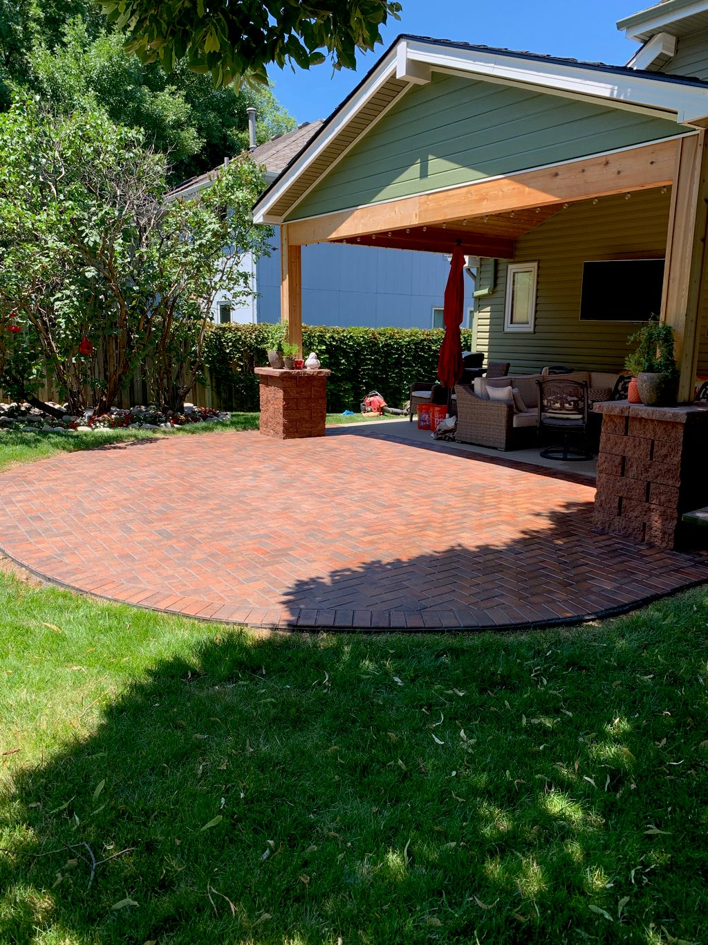 Holland Paver Patio with Columns
