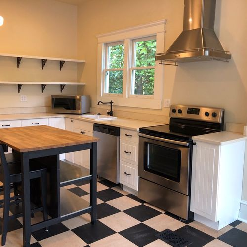 Another spic and span kitchen
